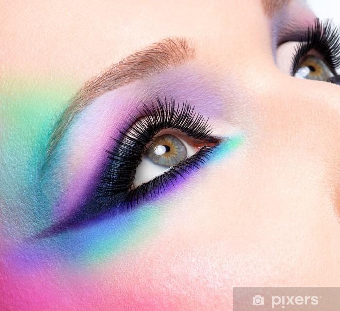 Fototapeta winylowa Piękne oczy kobiety z makijaż mody jasny niebieski - Tematy
