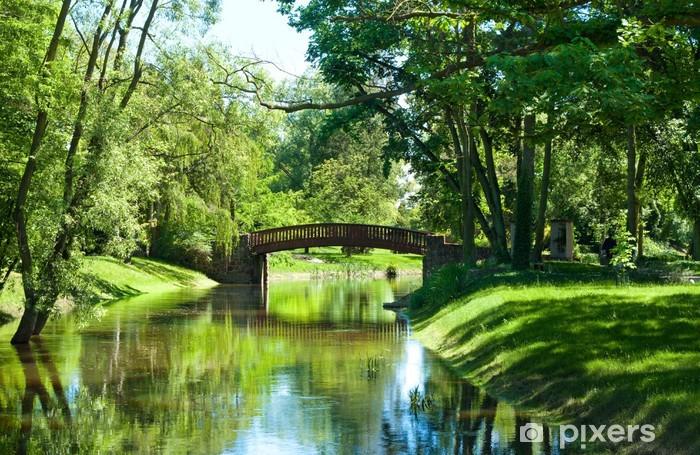 Vinyl-Fototapete Schöne Parklandschaft mit Fluss und Brücke - Landwirtschaft
