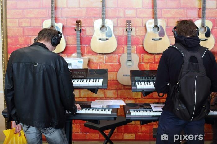 Fototapeta winylowa Osoby bawiące się na klawiszach ze słuchawkami - Rozrywka
