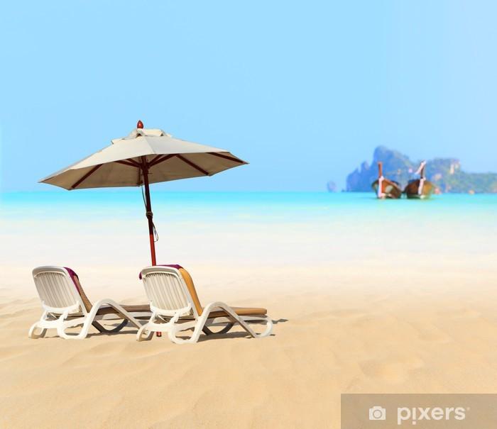 Vinylová fototapeta Slunce plážová lehátka na břehu u moře - Vinylová fototapeta