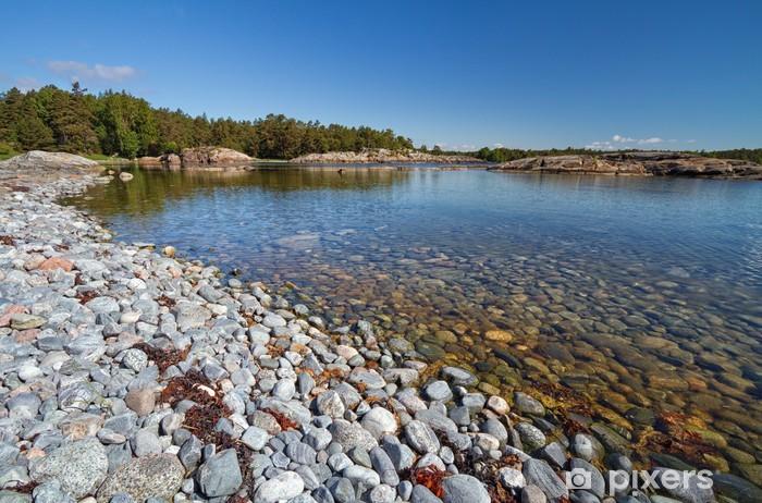 Fototapeta winylowa Pebble Beach w archipelagu sztokholmskim. - Europa