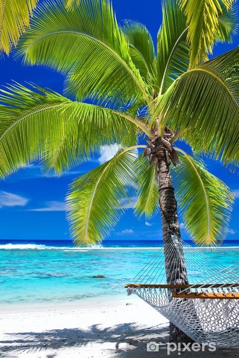 Naklejka Pixerstick Pusty hamaku pod palmą na plaży - Palmy