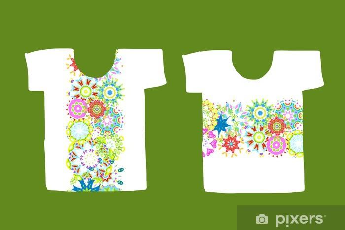 Fototapeta winylowa Kwiatowy wzór na biały T-shirt - Moda