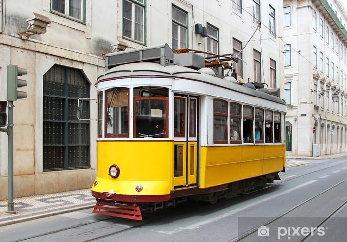Fototapeta winylowa Stary żółty tramwaj w Lizbonie, Portugalia - Kolej