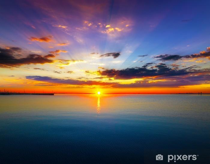 Papier peint vinyle Soleil levant sur la mer - Vie