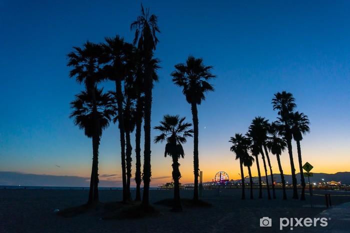 Papier peint vinyle Santa Monica coucher du soleil entre les arbres - Thèmes