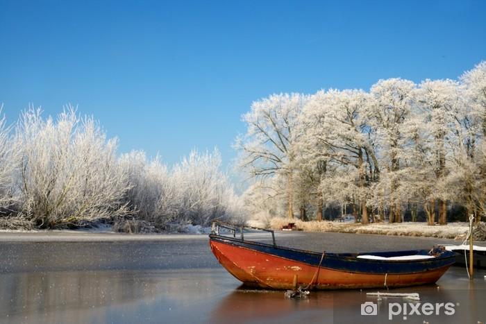 Papier peint vinyle Frost couverts d'arbres dans un paysage d'hiver - Campagne
