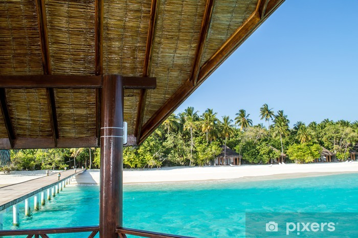 Vinyl-Fototapete Jetty mit Meerblick auf tropischen Insel - Urlaub