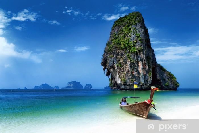 Fototapeta winylowa Beach Tajlandia w tropikalnej wyspie. łodzie turystyczne na lato w morzu - Tematy