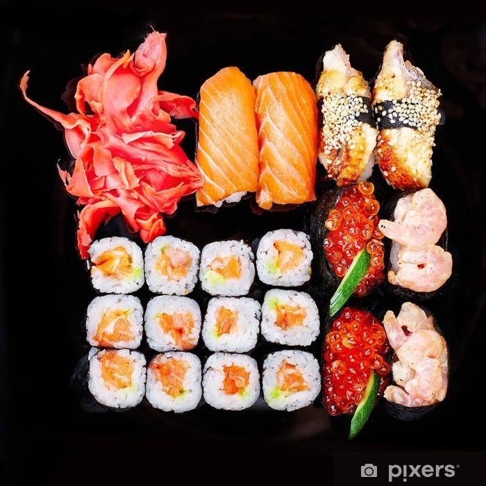 Papier peint vinyle Ensemble de sushi sur une plaque noire - Sushi