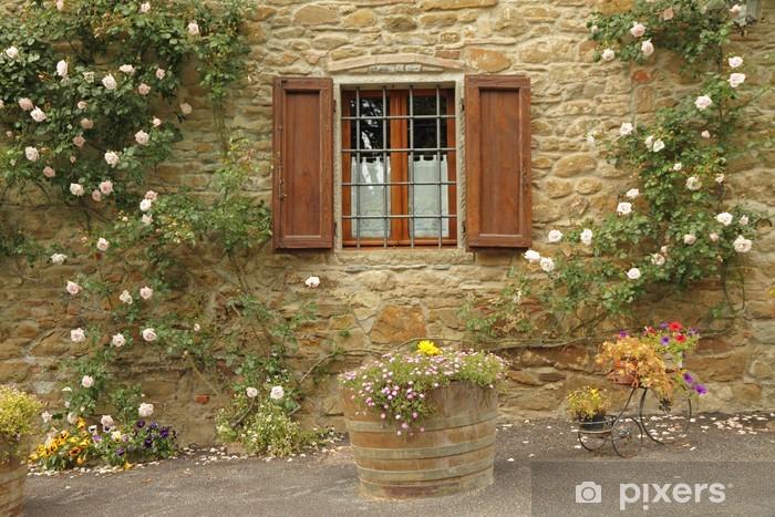 Vinyl Fotobehang Idyllische venster met rozen, borgo Volpaia, Toscane - Huis en Tuin