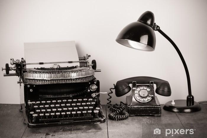 Vinylová fototapeta Vintage psací stroj, starý telefon, retro lampa na stole - Vinylová fototapeta