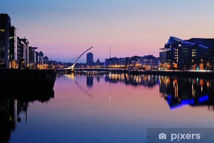 Fotomural Lavable Orilla norte del río Liffey en Dublín Centro de la ciudad en la noche - Europa