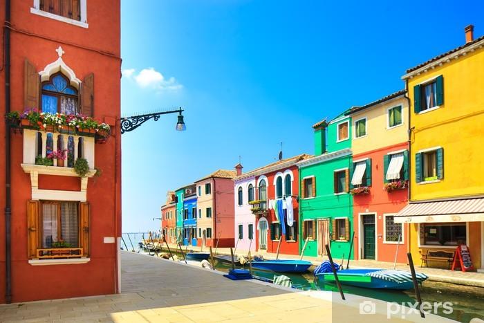 Fotomural Estándar Venecia señal, canal de la isla de Burano, casas y barcos, Italia - Temas