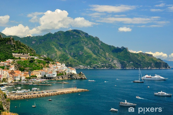 Papier peint vinyle Amalfi con sfondo monti Lattari e barche - Paysages urbains