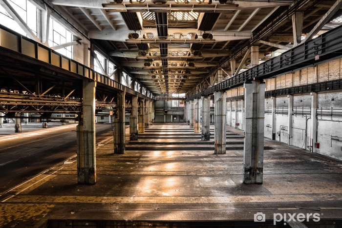 Fototapet av Vinyl Övergivna gamla reparationsstation, interiör - Industriella och kommersiella byggnader