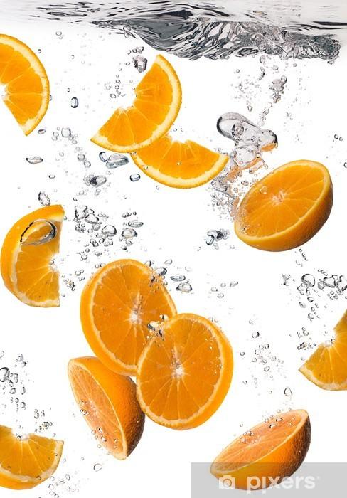Vinyl Fotobehang Gezond Water met verse sinaasappelen. Druppels - Vruchten