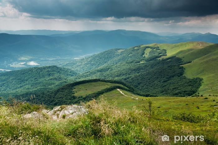 Sticker Pixerstick Nuages orageux sur les montagnes de Bieszczady, Pologne - Thèmes