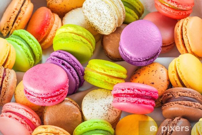 Fototapeta winylowa Tradycyjne francuskie kolorowe macarons w pudełku - Tematy