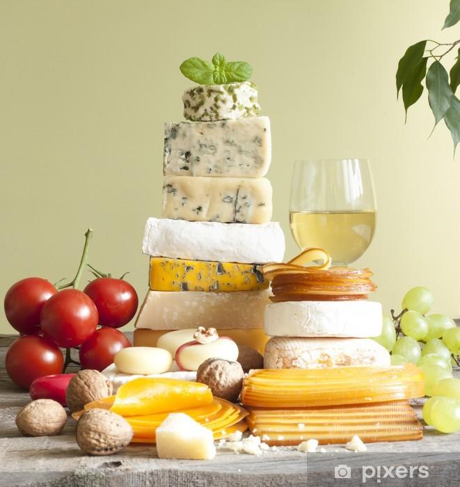 Naklejka Pixerstick Pala sera wielu rodzajów różnych z winogronami i orzechami - Sery