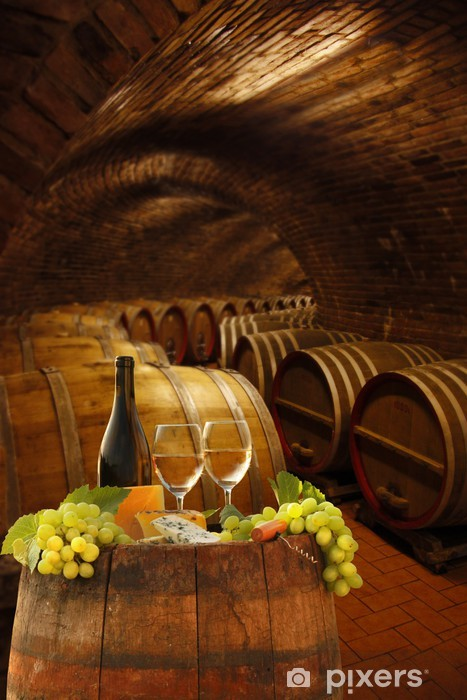 Fototapeta winylowa Piwnica Vine szklanki białego winorośli przed baryłek - Tematy
