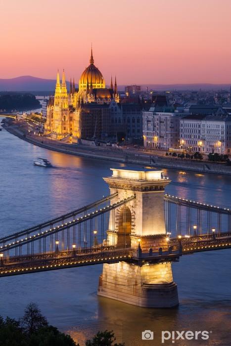 Sticker Pixerstick Budapest Chain Bridge paysage urbain avec et Parlement - Europe
