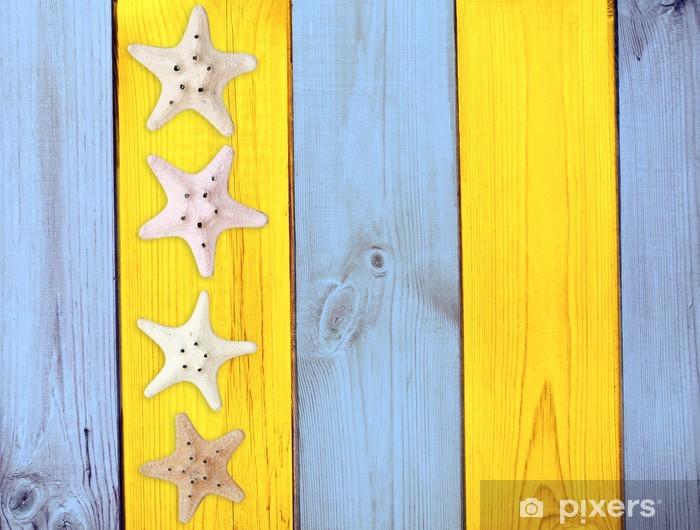 Fototapeta winylowa Rozgwiazdy na fakturze drewna - Tła