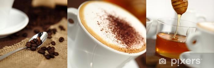 Fototapeta winylowa Śniadanie kubek z cappuccino, ziaren kawy i miodu - Tematy