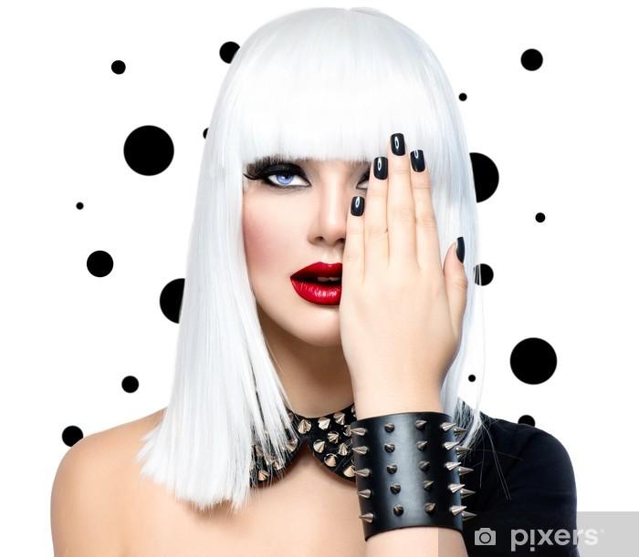 Naklejka Pixerstick Piękna dziewczyna Fashion Model. Kobieta Style Punk samodzielnie na białym tle - Moda