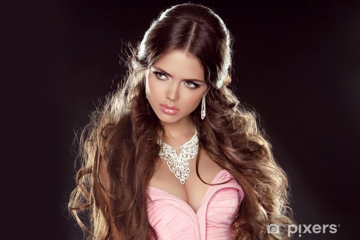 Fototapet av Vinyl Frisyr. Långt hår. Mode vacker flicka modell med smycken 85fca6709f29f