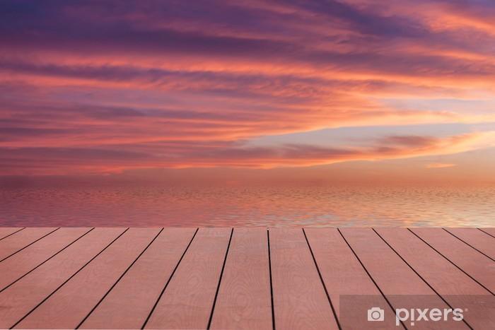 Vinyl Fotobehang Zonsondergang met wolken weerspiegeld in het water. Uitzicht vanaf houten pier. - Thema's
