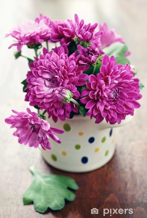 Fototapeta Winylowa Fioletowe Chryzantemy Kwiaty W Wazonie Na Stole