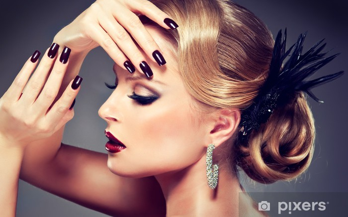 Naklejka Pixerstick Piękna modelka z mody make-up - Kobiety