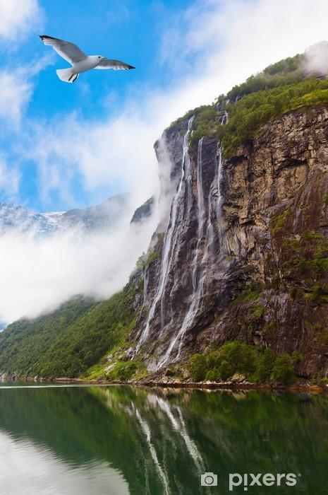 Papier peint vinyle Cascade dans fjord de Geiranger Norvège - Thèmes