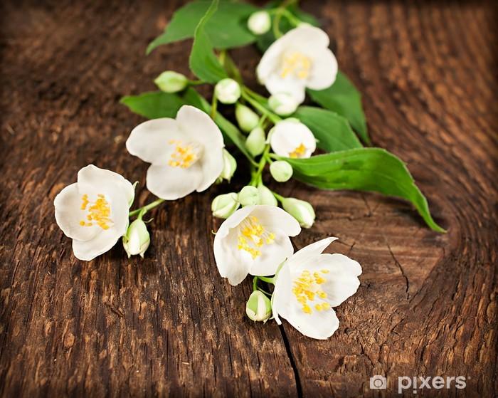 Naklejka Pixerstick Kwitnący jaśmin na tle drewniane - Zdrowie i medycyna