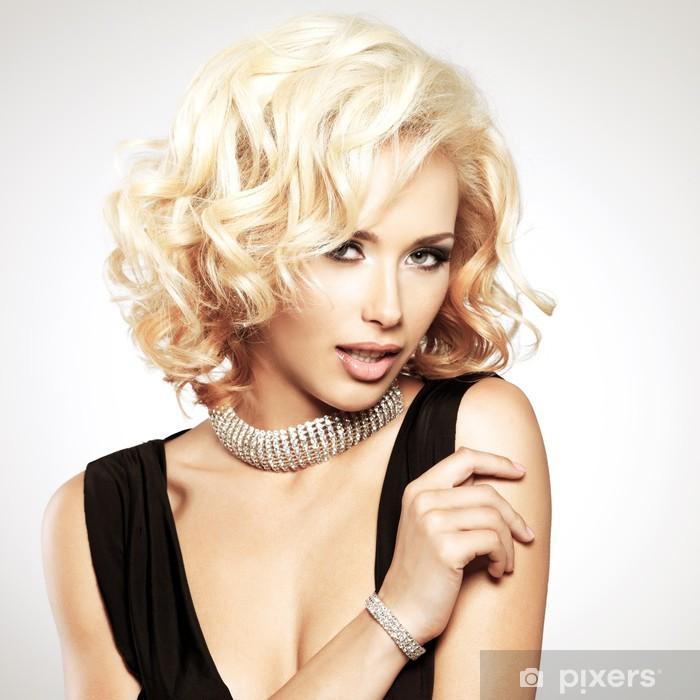 Poster Schöne weiße Frau mit lockigen Frisur -