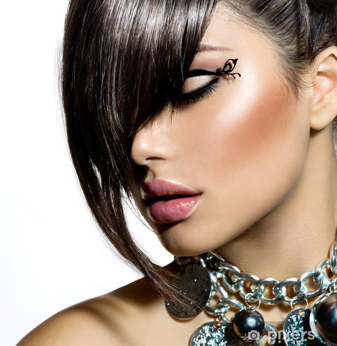 Fototapeta winylowa Mody glamour piękna dziewczyna z stylowe fryzura i makijaż - Moda