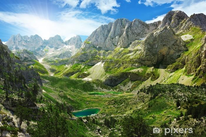 Papier peint vinyle Vue imprenable sur les lacs de montagne dans les Alpes albanaises - Thèmes