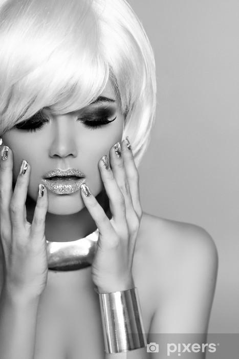 Naklejka Pixerstick Moda Dziewczyna Blond. Uroda portret kobiety. Białe krótkie włosy. Bla - Kobiety