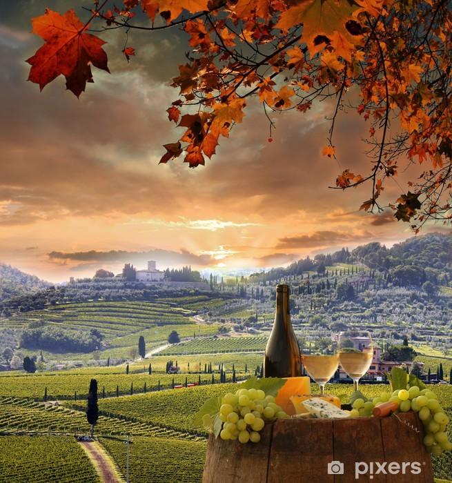 Sticker Pixerstick Vin blanc avec barell dans le vignoble, le Chianti, en Toscane, Italie - Europe