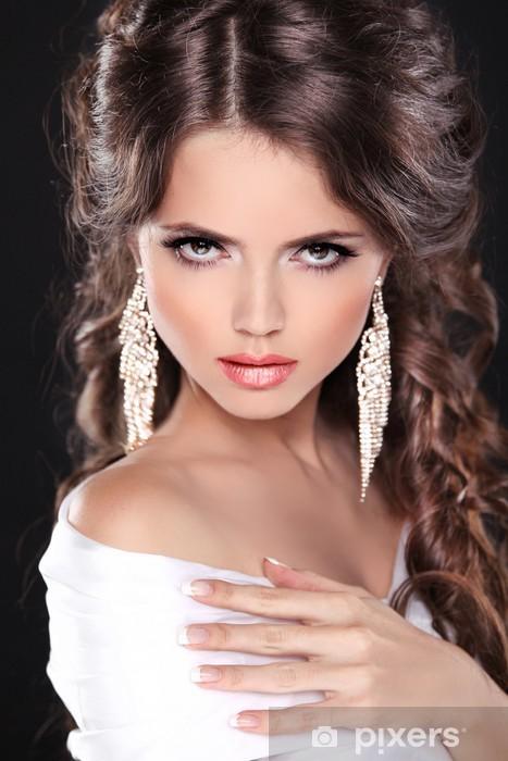 2a8e007563 Fototapeta winylowa Dziewczyna piękno modelu Portret panny młodej. Elegancka  kobieta z fryzura w - Kobiety
