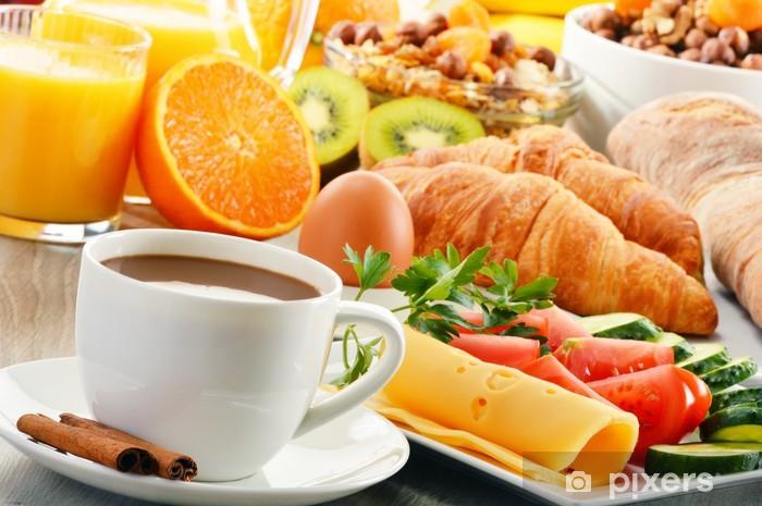 Vinylová fototapeta Snídaně s kávou, pomerančovým džusem, rohlík, vejce, zelenina - Vinylová fototapeta