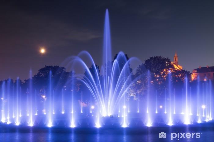 Pixerstick Aufkleber Das beleuchtete Springbrunnen bei Nacht - Europa