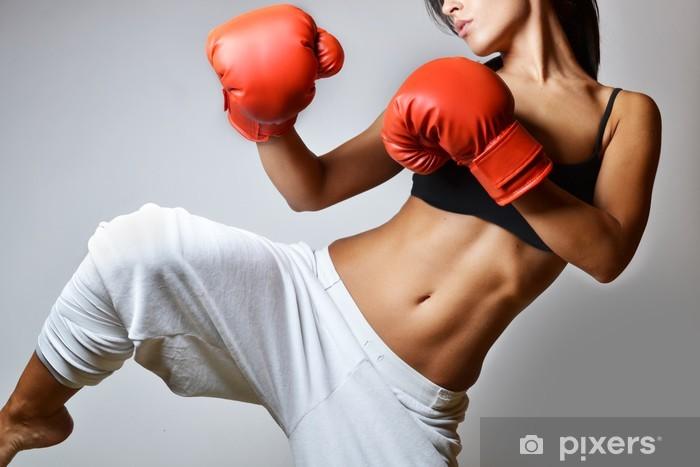 Fototapeta winylowa Piękna kobieta z czerwonym rękawice bokserskie, studio strzał - Tematy