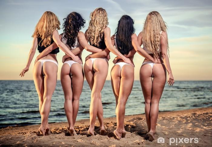 kvinnor på stranden