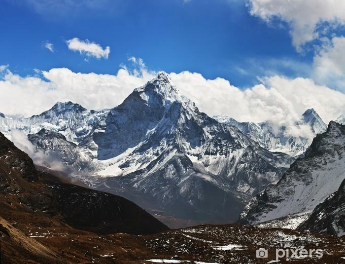 Fototapeta winylowa Ama Dablam szczyt - widok z Przełęcz La Cho, Nepalu - Tematy