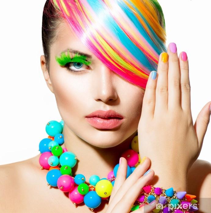 Naklejka Pixerstick Portret piękna dziewczyna z kolorowych do makijażu, włosów i akcesoria - Kobiety