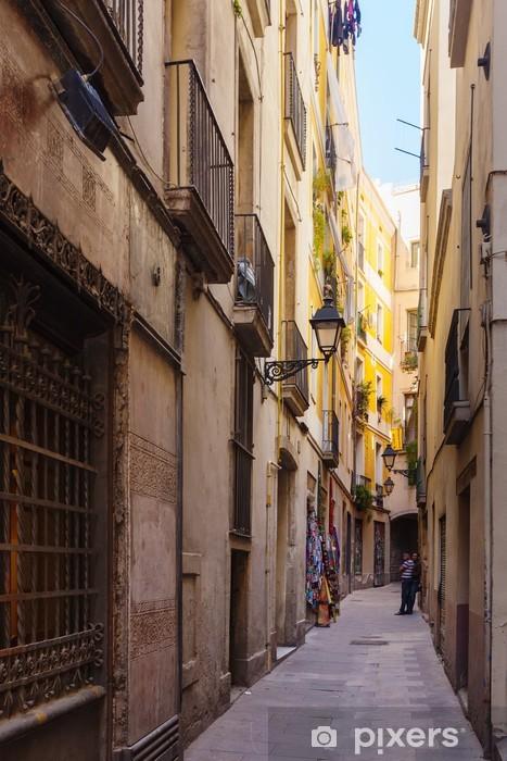 Naklejka Pixerstick Wąska ulica dzielnicy gotyckiej. Barcelona - Miasta europejskie