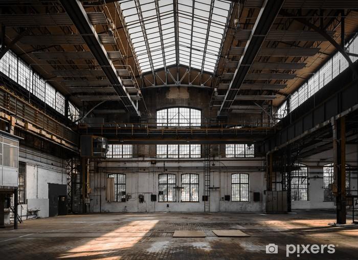 Fotomural Estándar Interior industrial de una antigua fábrica - Industria pesada