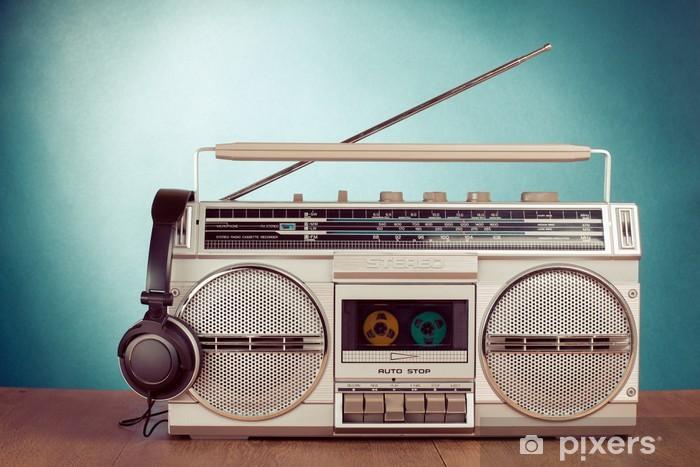 Pixerstick Dekor Retro kassett bergsprängare och telefon på bordet - Hio hop